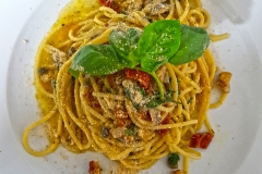 spaghetto-co-pesto-vietrese-alici-e-pinoli