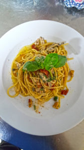 spaghetto-co-pesto-vietrese-alici-e-pinoli